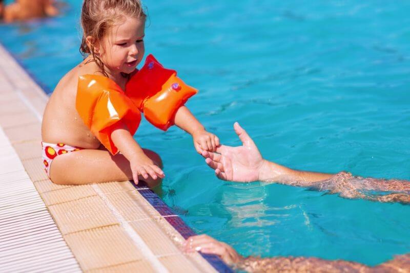 7 mandamientos de seguridad para los niños y niñas en las piscinas