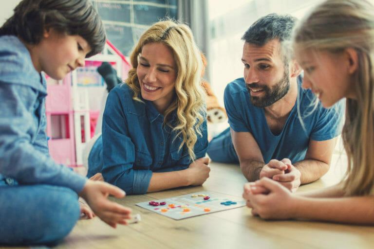 familia-jugando